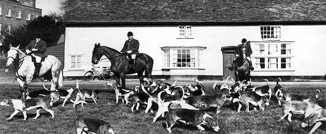 "North Hertfordshire Hunt at ""The Crown"" 1959"